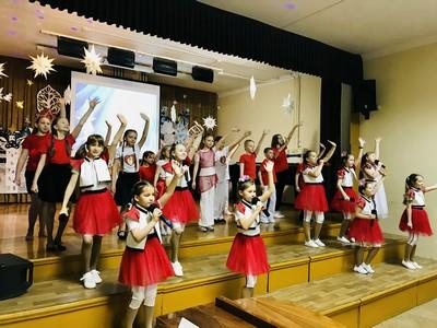 «Мы танцуем и поём!»: новогодний праздник для учащихся вокального отделения (20.12.2019)