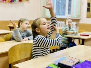 Игра-соревнование  для учащихся 1 класса хорового отделения  «Музыкальные сказки у Деда Мороза», преп. М.Н.Березина, (17.12.2020)